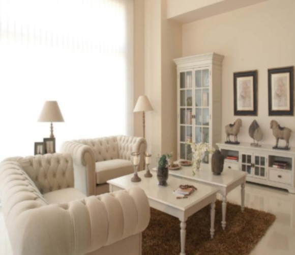 Gu a para decorar un ambiente con muebles blancos dec ralos for Color de pared para muebles blancos